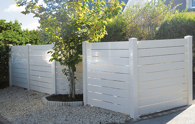 menuiserie-montfort-guerande-missiliac-44-cloture-portail-guerande-pose-portail-cloture-pvc